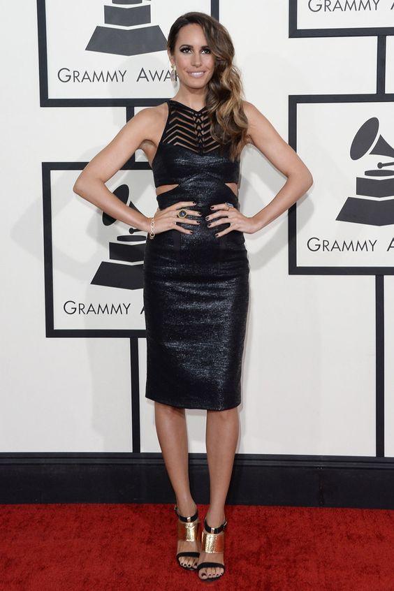 Louise Roe.  vestido de Manning Cartell, sandalias de Shoe Dazzle y joyas de Karen Mitchell Design.