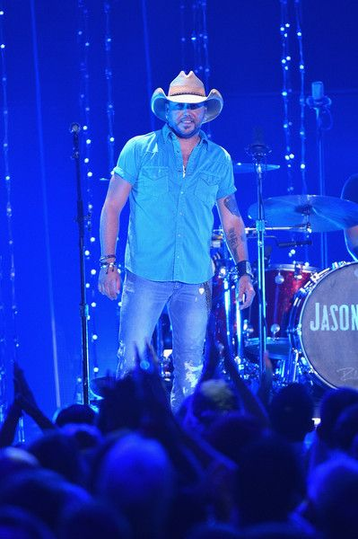 Jason Aldean Photos Photos - Singer Jason Aldean performs onstage during the 2015 CMT Music awards at the Bridgestone Arena on June 10, 2015 in Nashville, Tennessee. - 2015 CMT Music Awards - Show