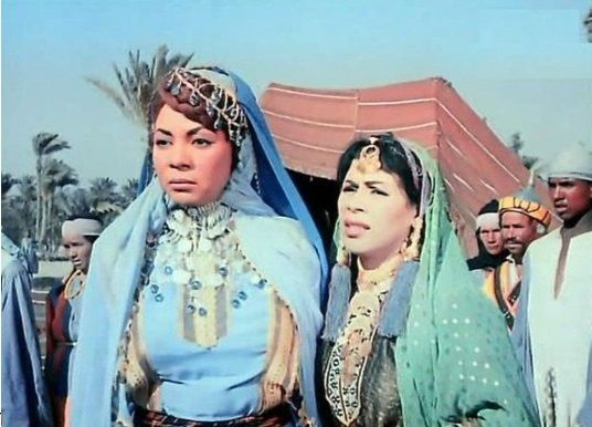 كوكا و وداد حمدي في لقطة من فيلم عنتر بن شداد 1961 Fashion
