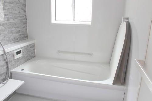 お風呂の掃除でカビや水垢を撃退 重曹とクエン酸を使おう 暮らしの知識 オリーブオイルをひとまわし 2020 パッキン キッチンの蛇口 掃除