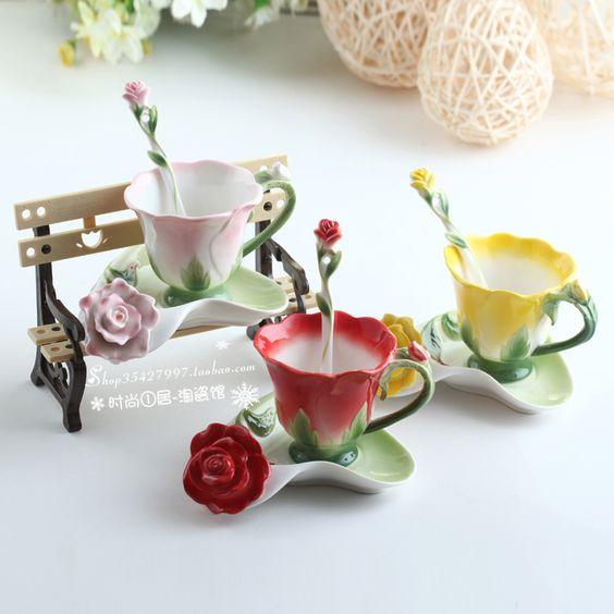 Pas cher Livraison gratuite Rose créative tasse de café trois pièces set / tasse de café / couple céramique coupe / cadeau de mariage / tasse + plaque + cuillère, Acheter  tasses de qualité directement des fournisseurs de Chine:            Tasse + plaque + cuillère                        Ce produit a 4 sortes de couleur: bleu/rose/jaune/rouge