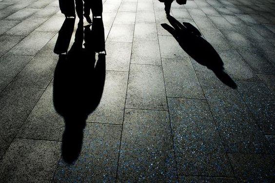Jonge verdachten betrokken bij mensenhandel - Telegraaf.nl