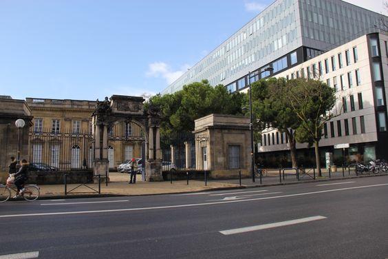 Сочетание старинной и современной архитектуры