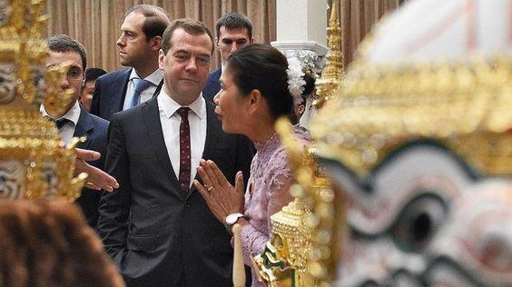 Каучук разменивают на рис - http://russiatoday.eu/kauchuk-razmenivayut-na-ris/ Дмитрий Медведев на переговорах в Таиланде предложил властям страны подумать о создании зоны свободной торговли. Такое заявление он сделал в ходе первого за десять лет официального визита в эту страну. Дел�