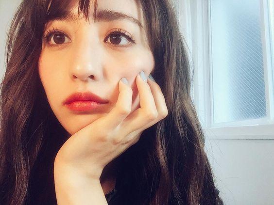 赤リップの堀田茜