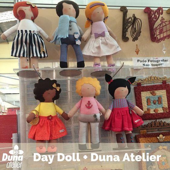 """Day Doll  Duna Atelier um projeto em parceria que resultou nessas lindas(os) bonecas (os). Temos os projetos com passo a passo em nossa loja online: http://ift.tt/1IE4Gyz  Quem aí é bonequeira? Ou ainda gosta de bonecas? >>Você sabia???? Boneca (do espanhol """"muñeca"""") é um dos brinquedos mais antigos e mais populares em todo o mundo. Reproduz as formas humanas predominantemente a feminina e a infantil e muitas vezes é considerada como um brinquedo que prepara para a maternidade. As bonecas…"""