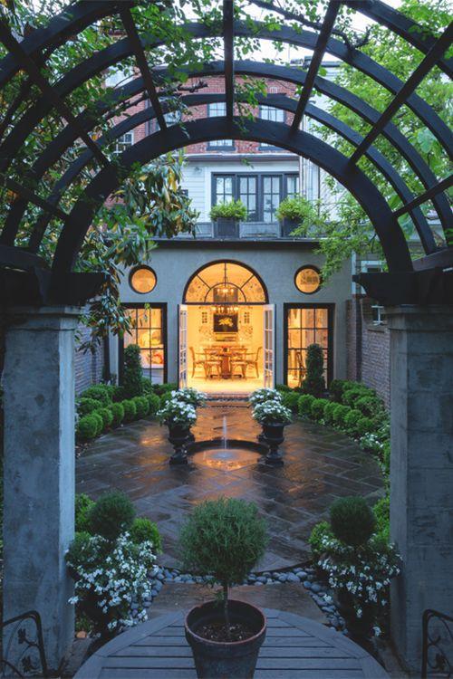 Beautiful garden court yard or small walled backyard for Beautiful courtyard gardens