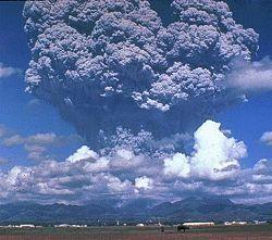 Nube piroclástica de la erupción del Monte Pinatubo junio 12 1991