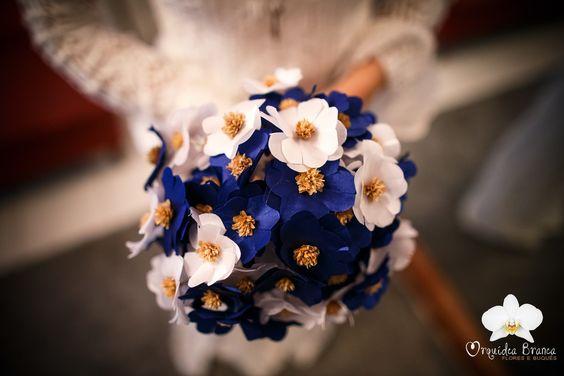 Buquê feito sobre medida de flores de tecido com sempre viva. Aceitamos encomendas.