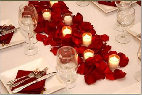 White Candles and Red Roses for Wedding Table Decoration: