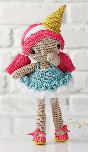 With her mint choc chip frills and pink hair, this summer doll will be a favourite.Her body and head are worked together and the other elements are sewn on afterwards.