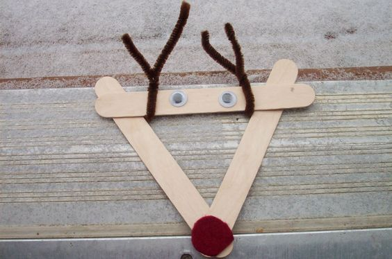 Play With Me: Popscicle Stick Reindeer