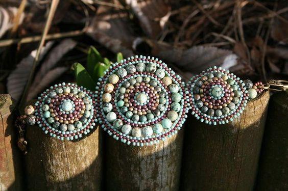avec perles en turquoise naturelle