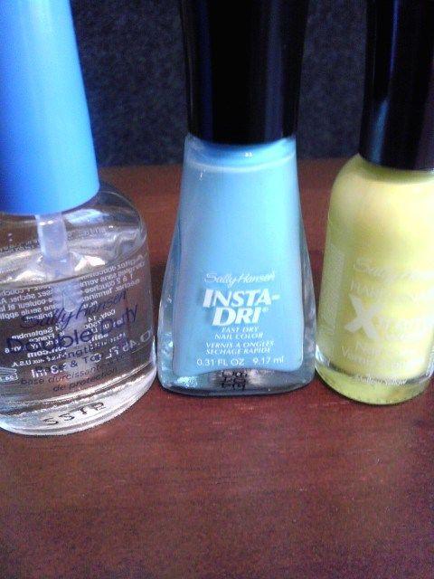 Moody Manicure: Blue Away/Mellow Yellow. Sally Hansen Products. naturallystellar.... #Sallyhansen #Mellowyellow #BlueAway #Nailart #Naturallystellar #Beauty #Manicure #Moodymanicure #Nailpolish