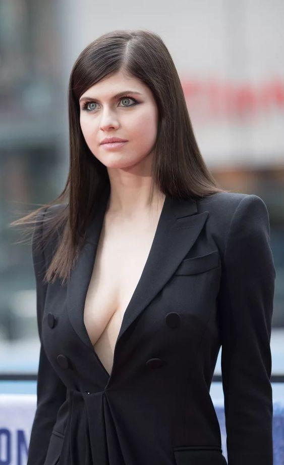 Alexandra Daddario Hot Pics