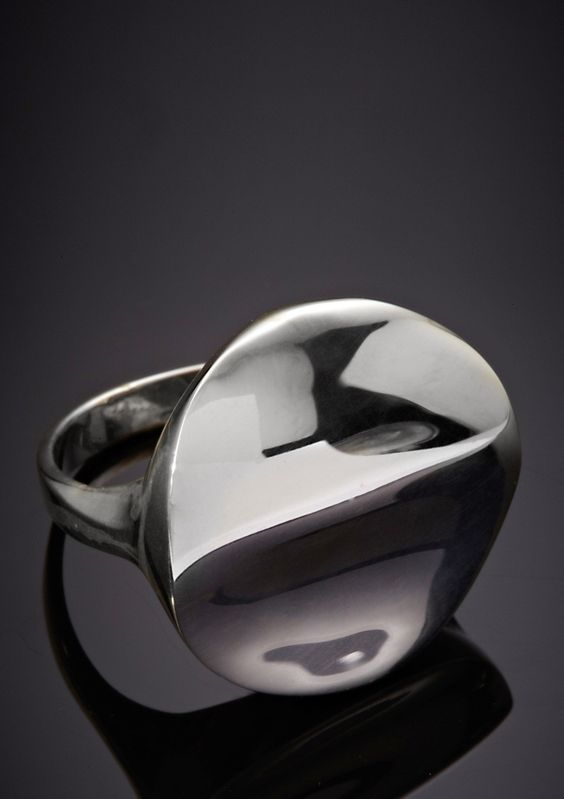 i love how slick this ring looks, it's polished literally and figuratively.