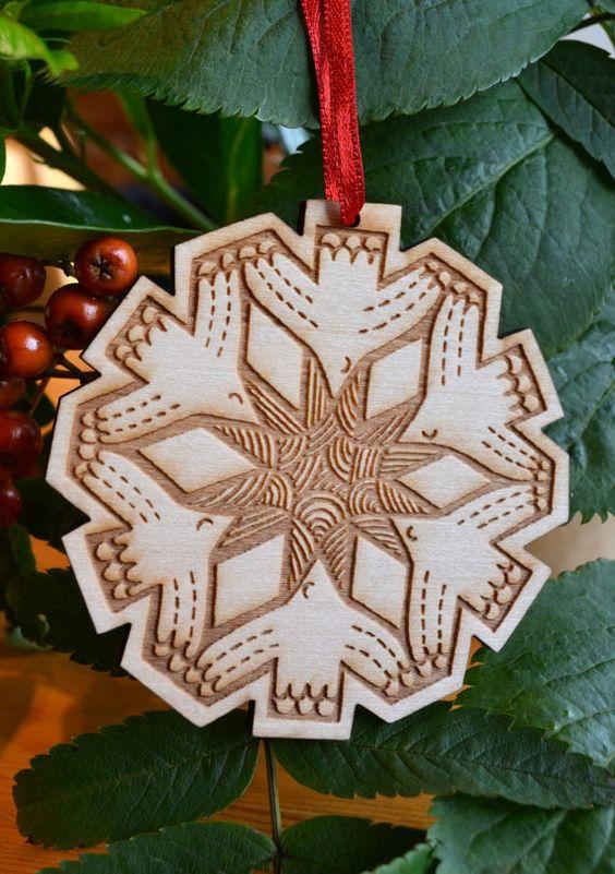 Décoration de Noël en bois flocon de neige par gabiReith sur Etsy, £6.00