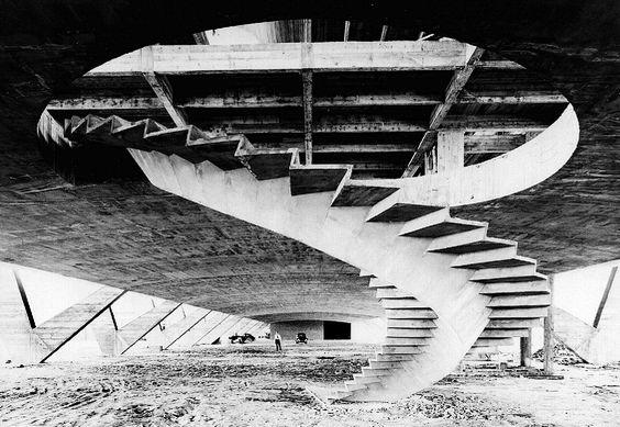 Foto 12 de 16. Affonso E. Reidy, Museu de Arte Moderna do Rio de Janeiro, dezembro de 1959. Bloco de Exposições em construção — pilotis. (Fonte: Centro de Documentação – MAM. Foto de Aertsens Michel)