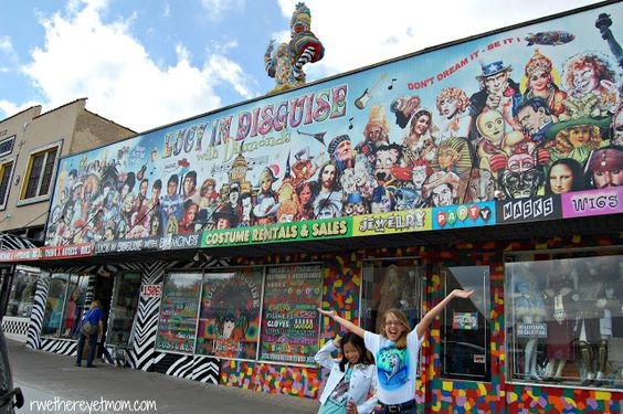 Austin mural photo scavenger hunt austin tx r we for Austin mural tour