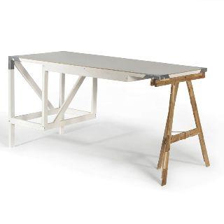 Tisch mit Bock.