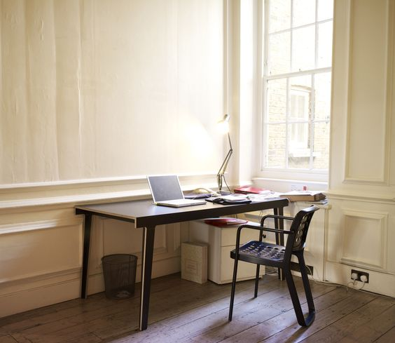 The M5 by Frank is a functional desk or table for all interiors!
