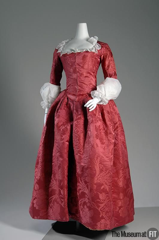 FIT - Red silk damask robe a l'anglaise, 1775 - round gown.