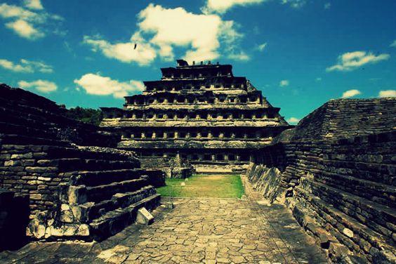 """""""Ciudad del Dios del Trueno"""". El Tajín, Papantla Veracruz.   Reconocido por la UNESCO como patrimonio de la humanidad"""