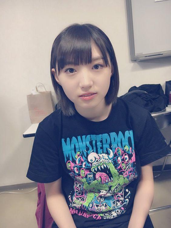ロックなTシャツを着た太田夢莉
