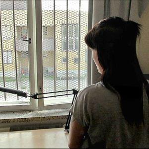 Tuhannet vanhemmat kärsivät vankeusrangaistusta erossa lapsistaan. Miten lapset kokevat pakkoeron?
