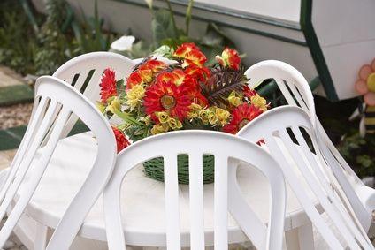 Nettoyer un salon de jardin en plastique blanc sur jardin - Peindre un salon de jardin en plastique ...