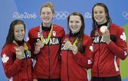 Photos prises lors de la finale du relais féminin 4×200 m aux Jeux olympiques de…