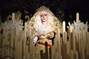 María Stma. De la Victoría ya espera entronizada en su palio
