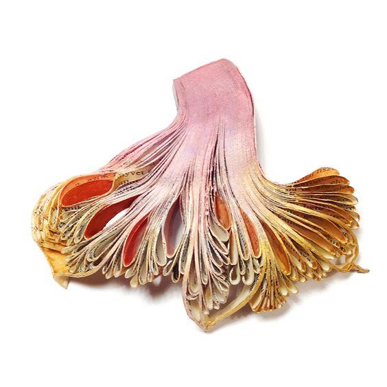 Flora Vagi  Rosegold Seanemone brooch: