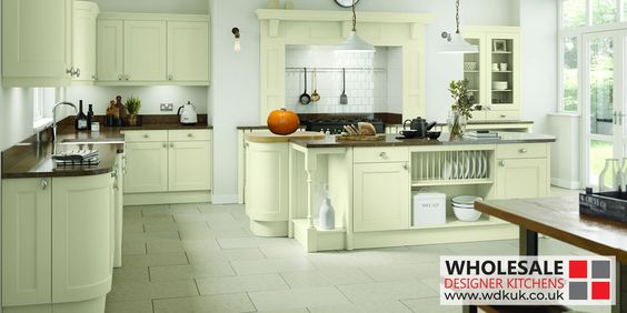 Windsor Ivory Oak Kitchens Oak Kitchen Cabinets Windsor Ivory Flows Beautifully Throughout The Kitchen Wit Kitchen Design Oak Kitchen Oak Kitchen Cabinets