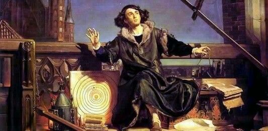Op de foto zie je Nicolaas Copernicus. Hij liet zich door zijn geloof niet weerhouden van het opstellen van theorieën die het geloof onderuit zou halen. Hij stelt dat de zon het middelpunt is van het sterrenstelsel. Hij schreef dat de aarde om de zon heen draaide en niet andersom. Hier zie je dat hij onder 'vuur' genomen wordt omdat hij een keyter