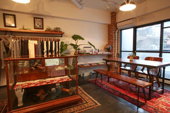 PIG&ROOSTER / アパレルプレスルームそんなリラックス空間に適応したCOMFORTABLE STYLE(comfy style)を AROUND WEARとし、日本とアメリカの文化をフィルターを通して提案していきます。
