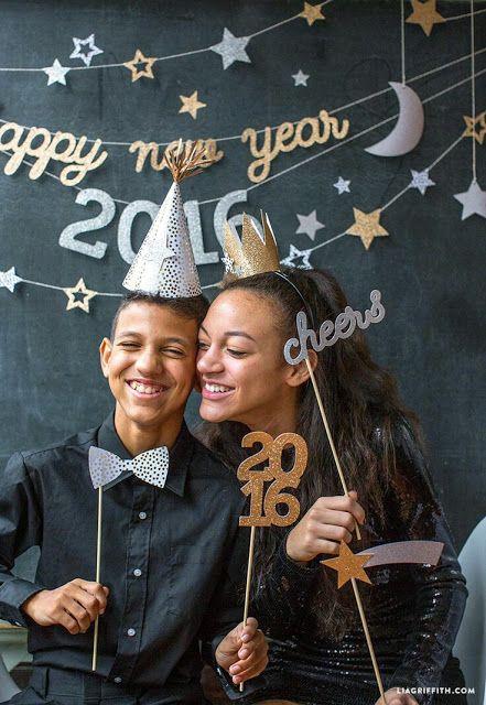 Más Y Más Manualidades Divertidas Ideas Para Decorar Tu Fiesta De Año Nuevo Decoración De Fin De Año Fiesta De Año Nuevo Apoyos En La Fiesta