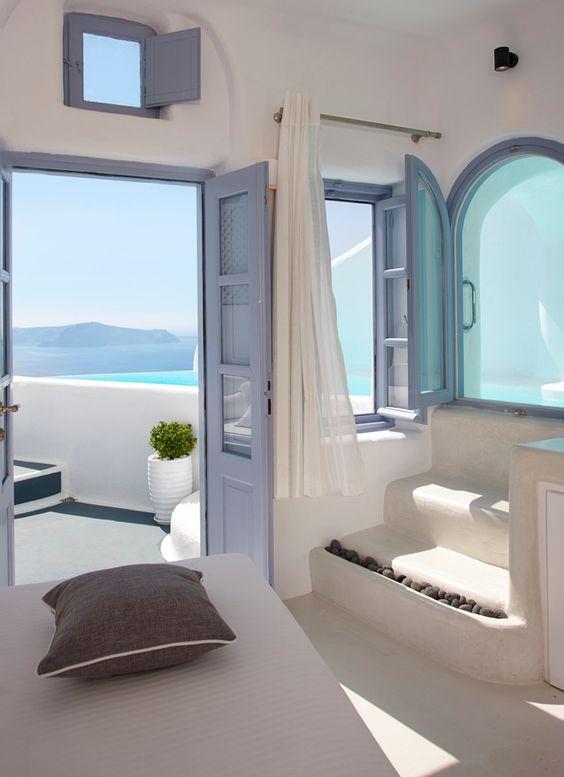 Un salon blanc | design d'intérieur, décoration, salon, luxe. Plus de nouveautés sur http://www.bocadolobo.com/en/inspiration-and-ideas/: