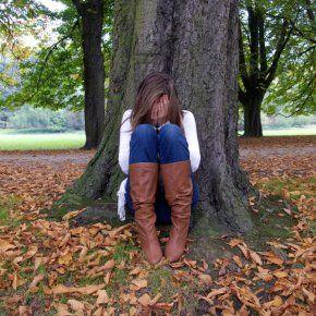 http://www.famili.fr/data/photo/w290_h290_c18/10e/femme_pleure_arbre1.jpg