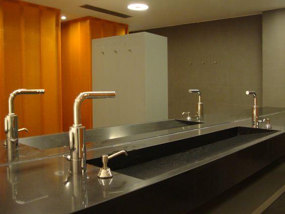 Reforma en el centro de adelgazamiento #Snella | #business #bathroom #modern #style