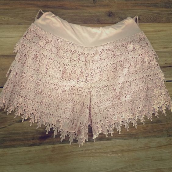 Shorts Cute pink woven shorts size small equal to 3 Jeans
