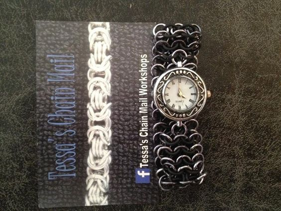 chainmail Horloge met latex. FB: Tessa's chainmail workshops