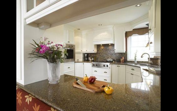 Il est important de bien choisir son comptoir de cuisine. Un comptoir en granite est un signe de richesse et de durabilité!