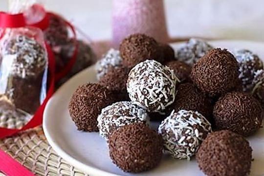 Dark And Stormy Rum Balls Rum Balls Xmas Food Chocolate Ripple Biscuits