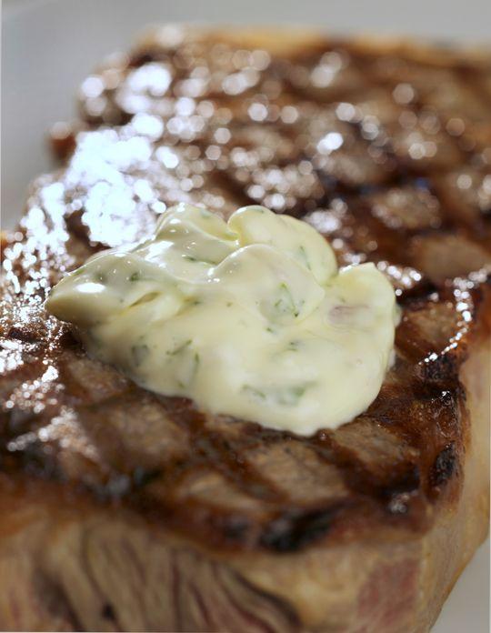 easy bearnaise sauce - great on steaks, potatoes, asparagus, even off the spoon!