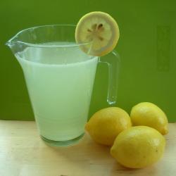 Schnelle Zitronenlimonade