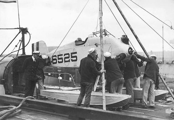 Martin MS-1 being assembled on SS-105 1923