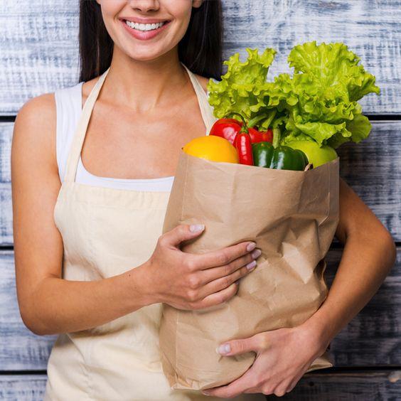 Já que vocês pediram, segue a dica da Dra. Isabelle Caiado com uma receita consagrada para o preparo de um delicioso caldo de legumes caseiro. É simples e bem mais saudável que as opções industrializadas que não conservam os nutrientes e tem alta concentração de sódio.
