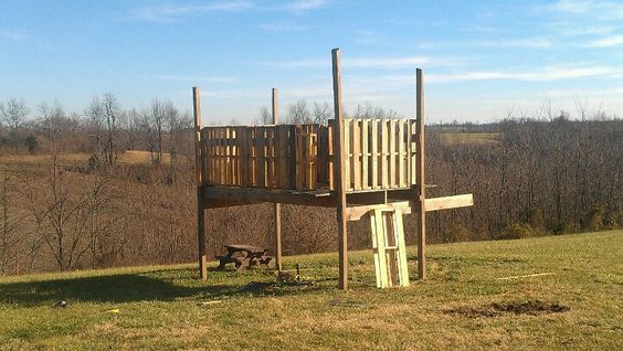 Wooden pallet fort play forts pinterest dads build for Pallet tree fort