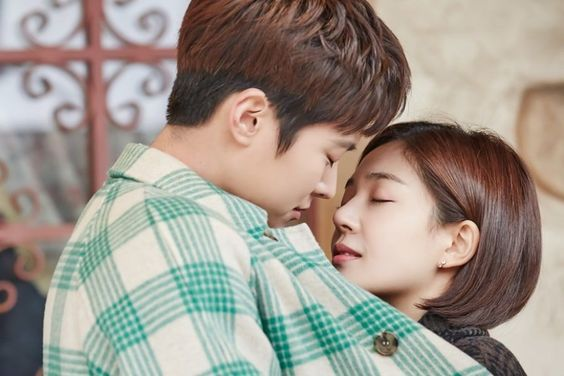 "Gong Myung And Baek Jin Hee Share Romantic Kiss At Amusement Park On ""Feel Good To Die"""